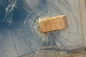 glasverzekering steen door ruit